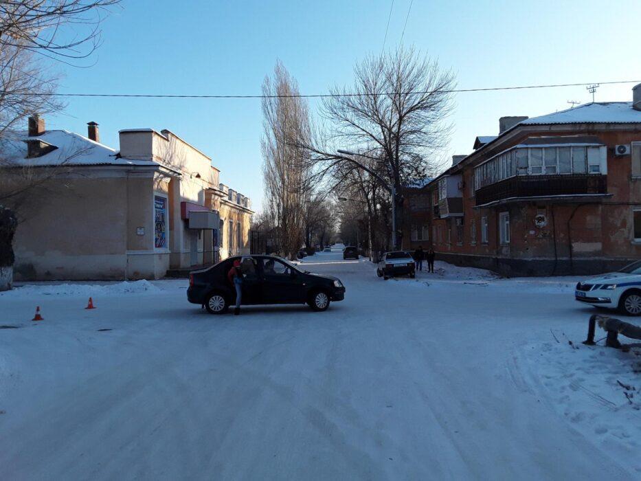 В Новотроицке на перекрестке столкнулись два автомобиля