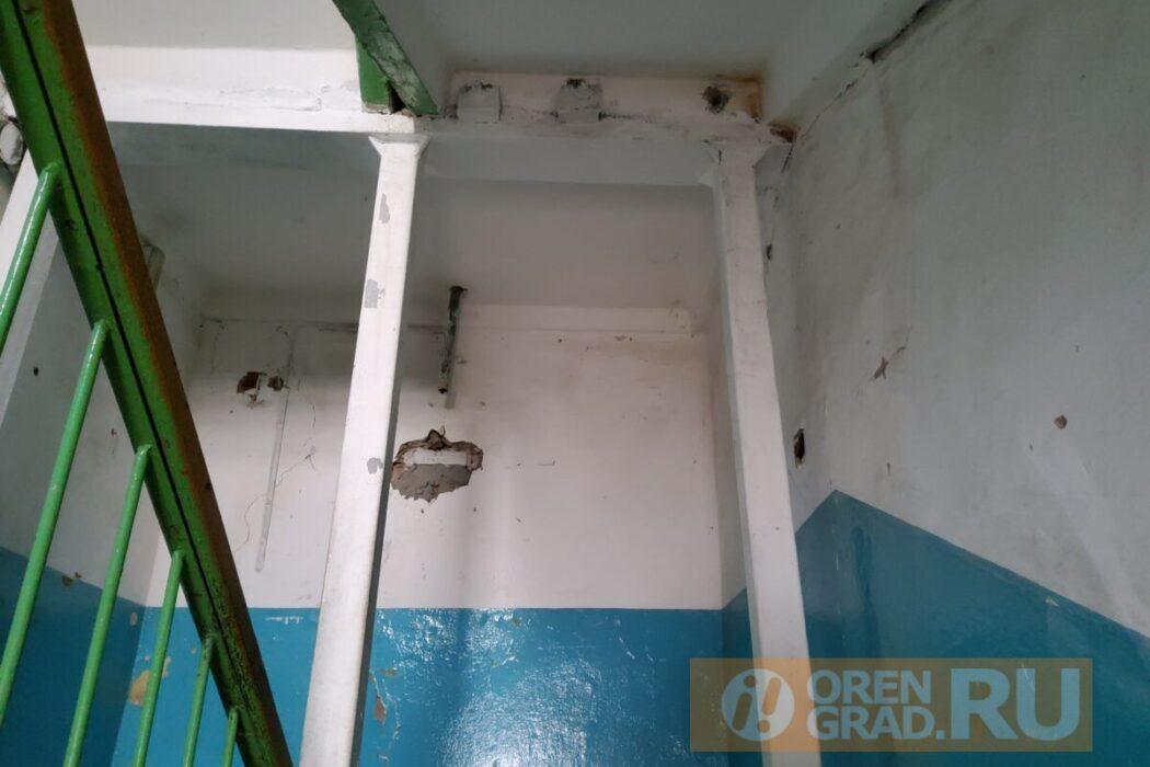 Расселение оренбуржцев из аварийного дома контролирует прокуратура
