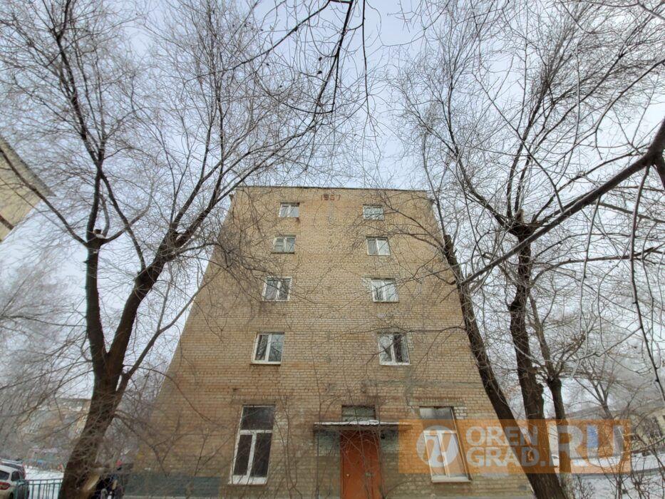 Из аварийного дома в Оренбурге расселят не всех жителей
