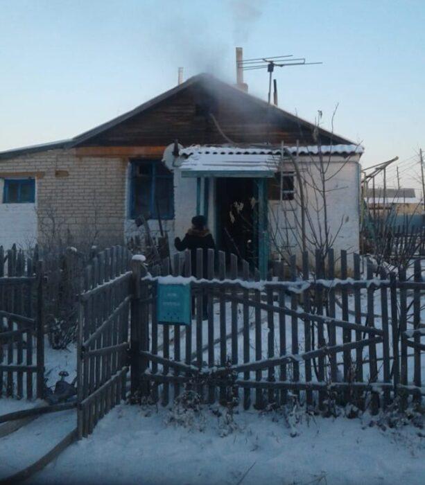 В Адамовском районе добровольцы помогли потушить пожар