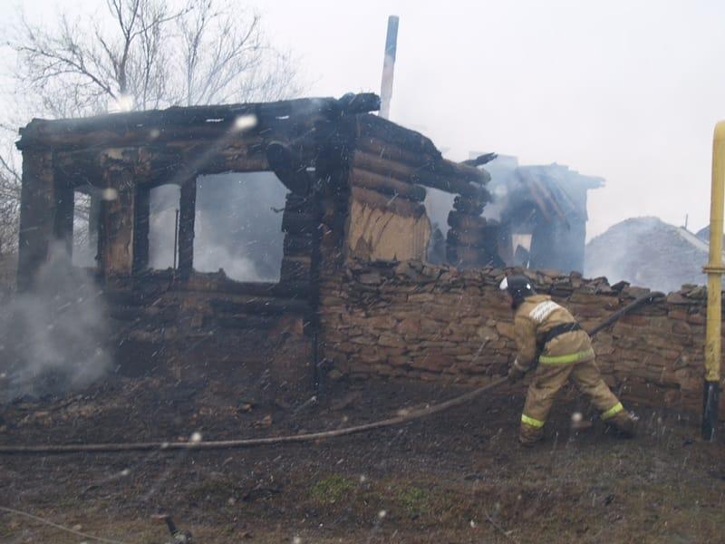 СК возбудил уголовное по факту пожара в Новотроицке, который унес жизни троих детей