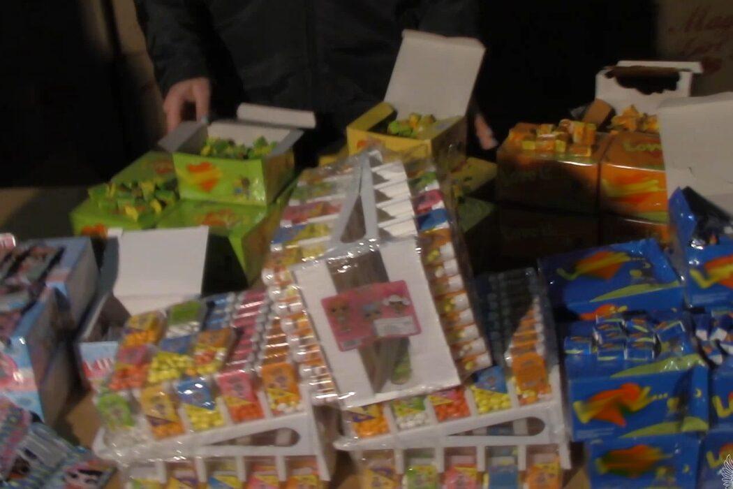 В Оренбуржье задержали контрафактные сладости под этикеткой известных брендов