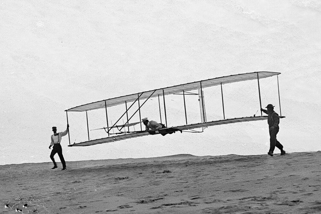 """Первый самолет, ракетные войска и """"Симпсоны"""". День в истории"""