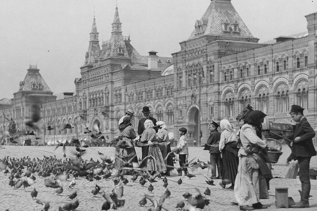 Обезьяны, ГУМ, Руаль Амундсен и гимн СССР. День в истории