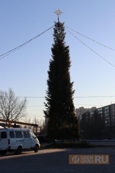 Оренбург украшают к Новому году