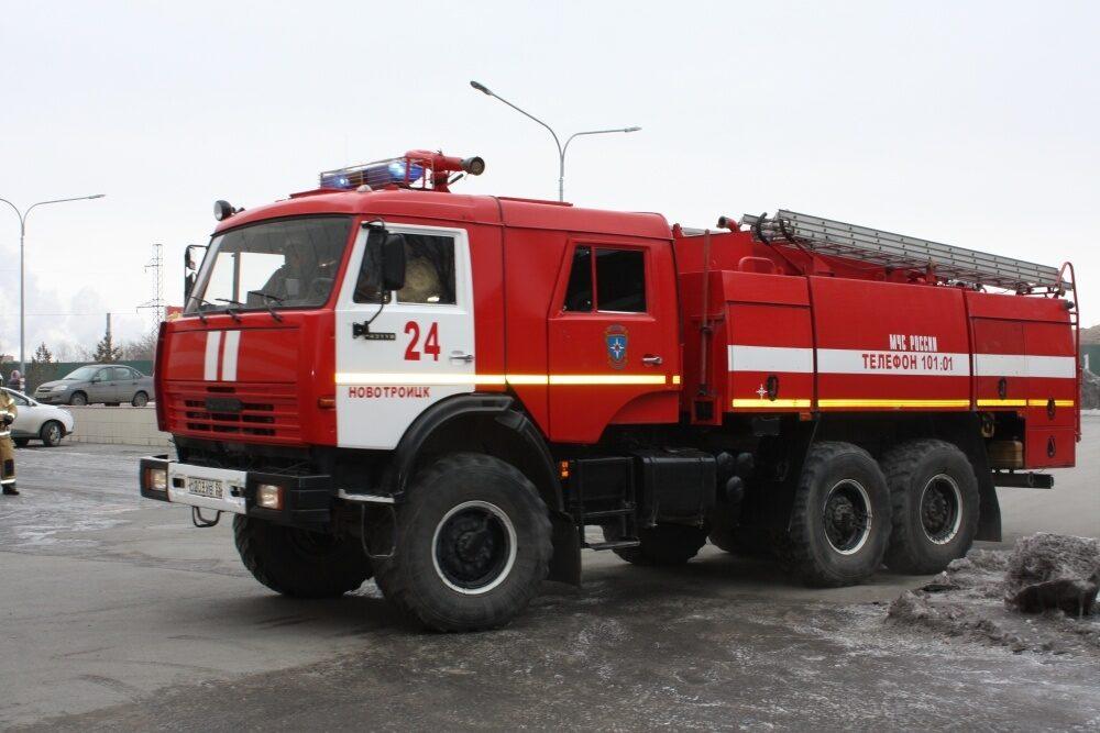 В Новотроицке на пожаре пострадали два человека