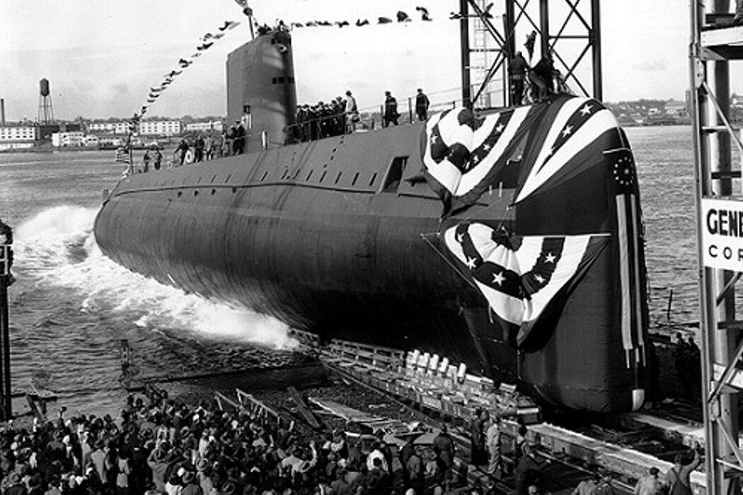 Объятия, аспирант и подводная лодка на воде. День в истории
