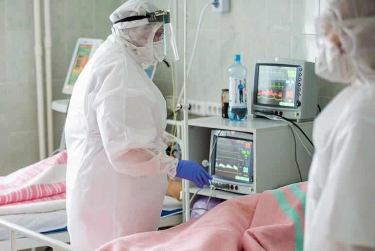 В больницах Оренбуржья с диагнозом коронавирус находятся 2440 человек