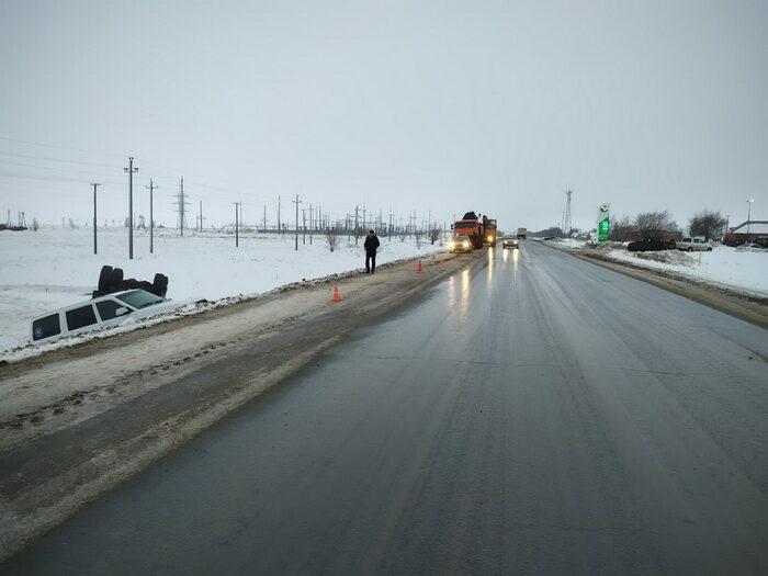 В Курманаевском районе два автомобиля после ДТП оказались в кювете