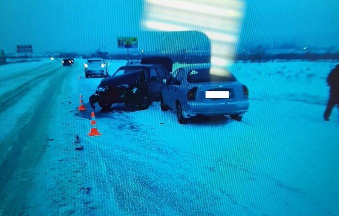 На автодороге между Орском и Новотроицком столкнулись 7 автомобилей