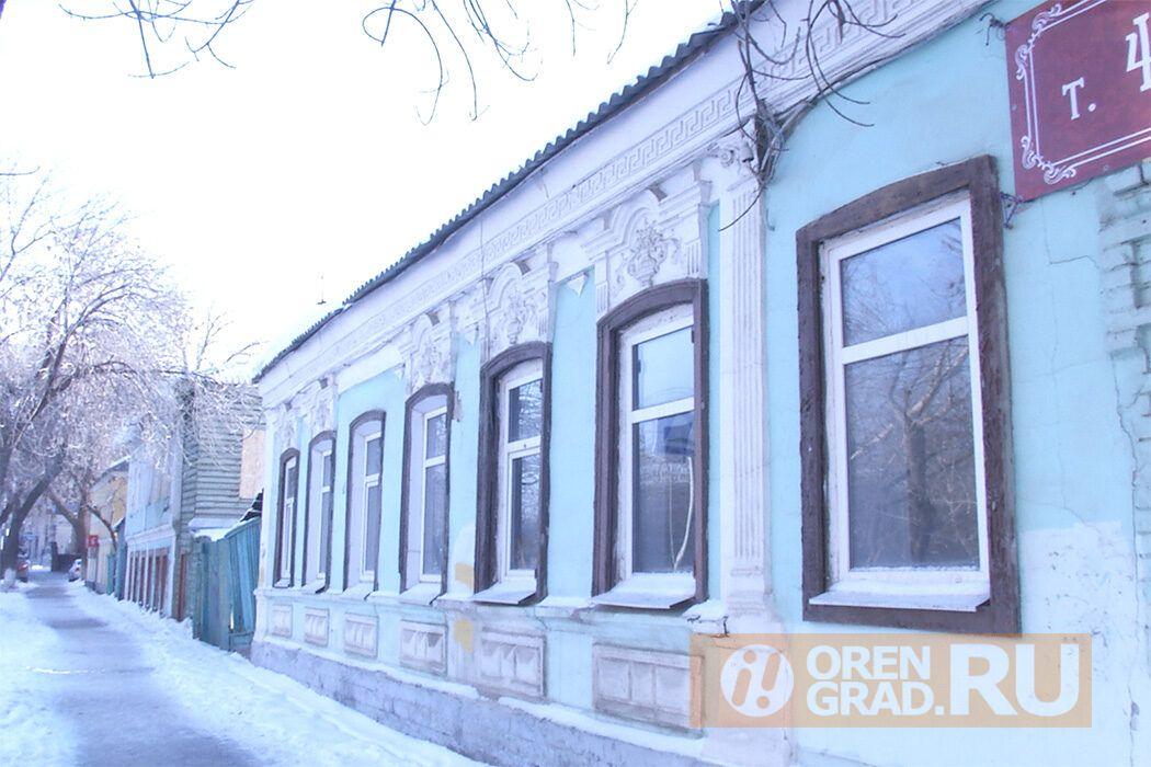 Из аварийного жилья оренбургскую семью хотят переселить в опасную квартиру