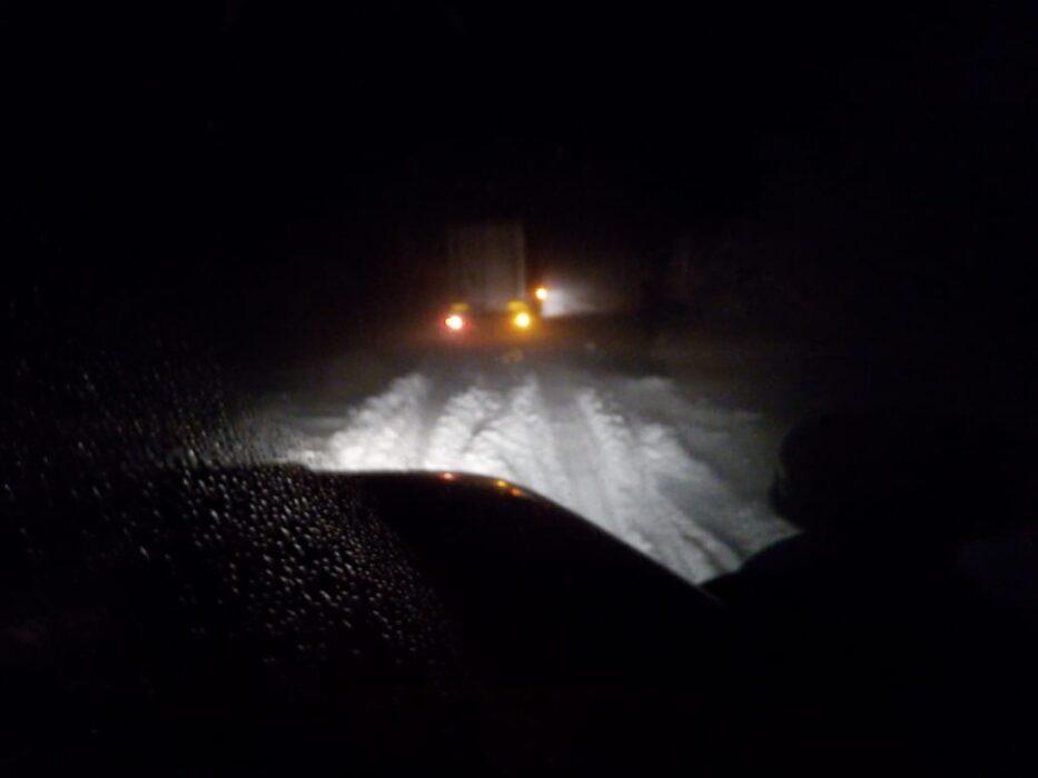Оренбургские пожарные на трассе оказали помощь большегрузу из Казахстана