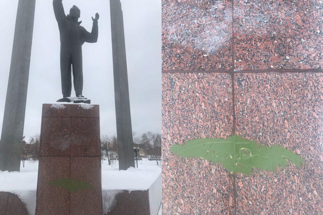 Неизвестные осквернили памятник Гагарину в Оренбурге