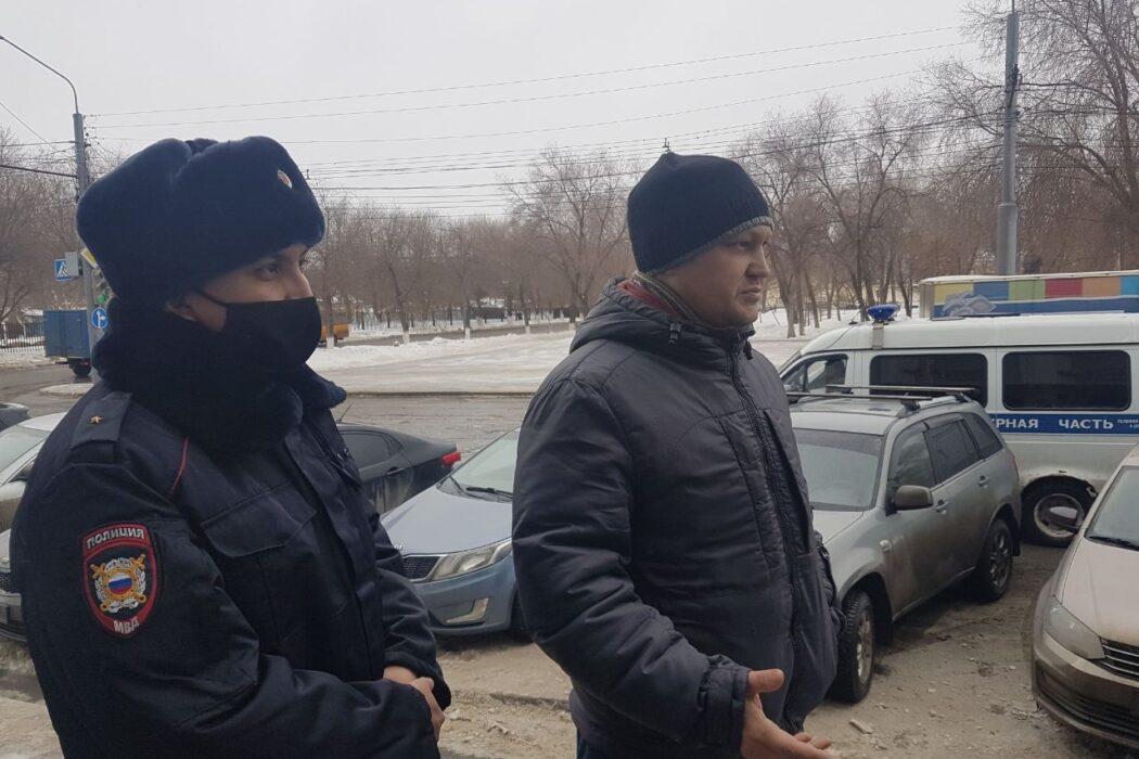 В отношении оренбургского правозащитника прекращено дело за неповиновение полицейским
