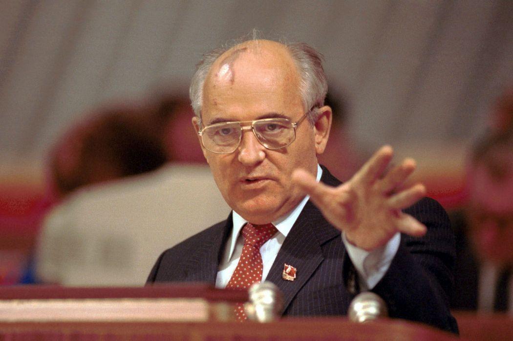 Защита прав потребителей, бельки, Горбачев избран президентом и Яд Вашем. День в истории