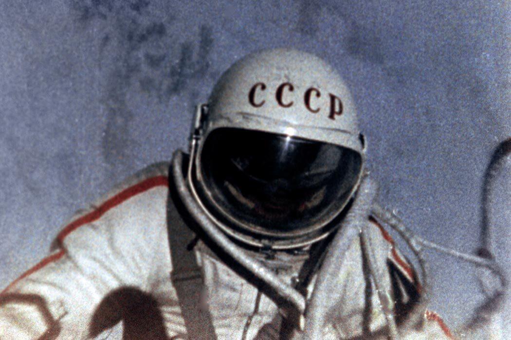 Присоединение Крыма, Парижская коммуна, общественный транспорт, электрическая бритва и выход человека в космос. День в истории
