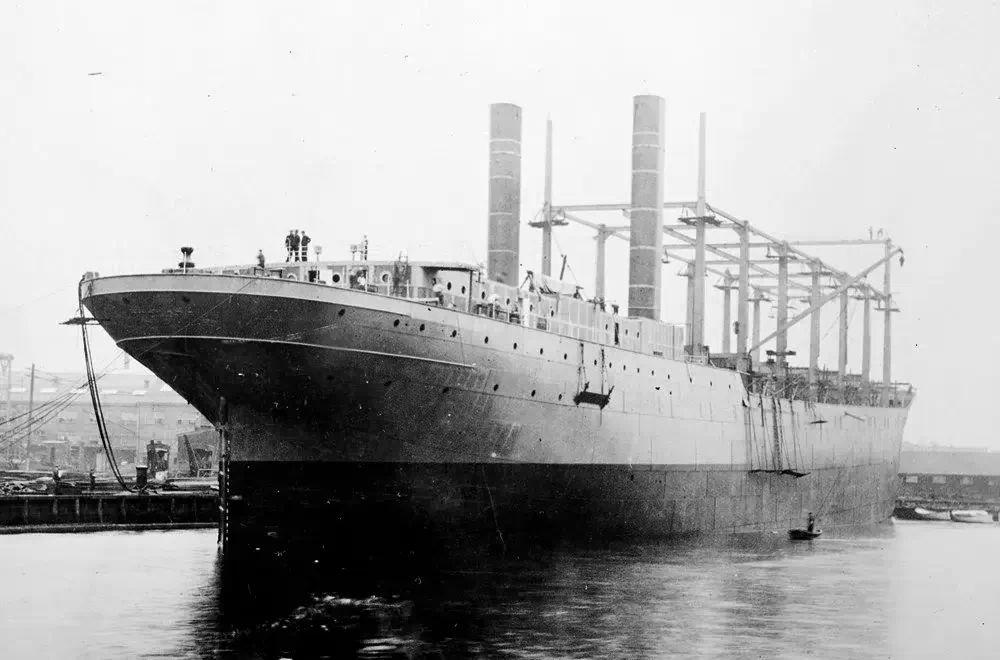 «Лебединое озеро», микрофон, исчезновение корабля в Бермудском треугольнике и карманное радио. День в истории