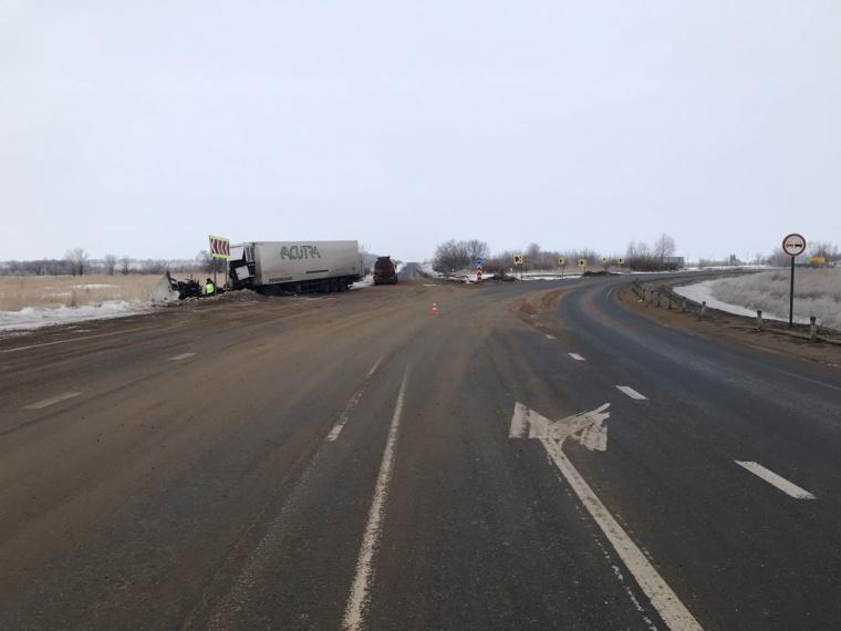 В жуткое ДТП попала фура, которая ехала из Оренбурга