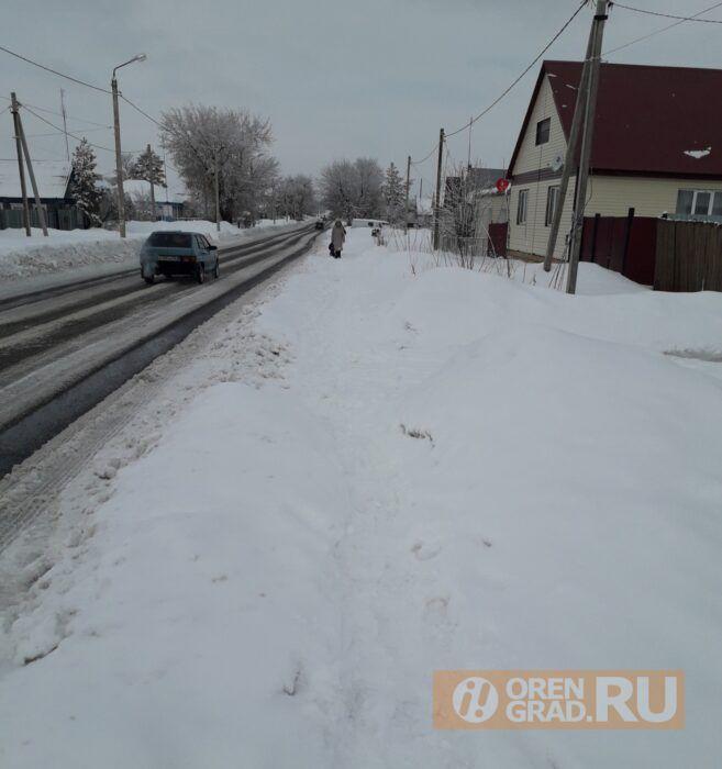 В Краснохолме новые тротуары ни разу за зиму не чистили от снега