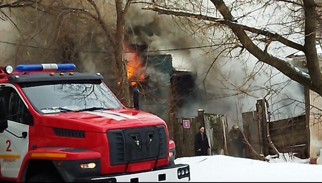 Во время пожара в центре Оренбурга погибла женщина