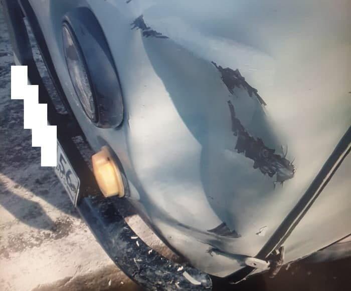 """В Оренбурге на улице Рудницкого водители двух """"буханок"""" не поделили дорогу"""