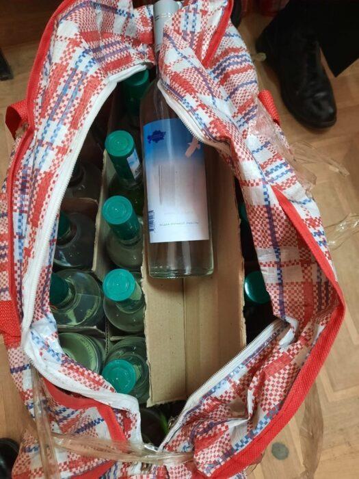 Иностранец вез в Оренбуржье суррогат