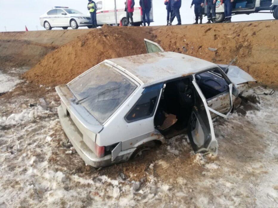 Под Орском 25-летний водитель отечественного автомобиля слетел в кювет