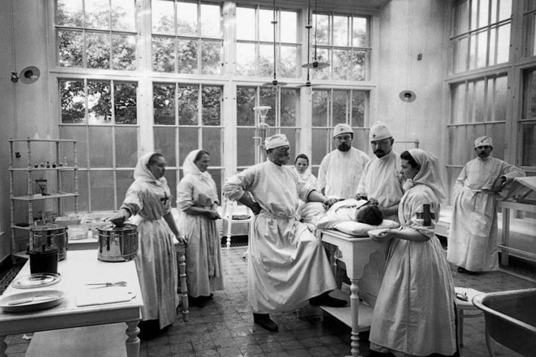День космонавтики, процесс над Галилео Галилеем, больница для рабочих. День в истории