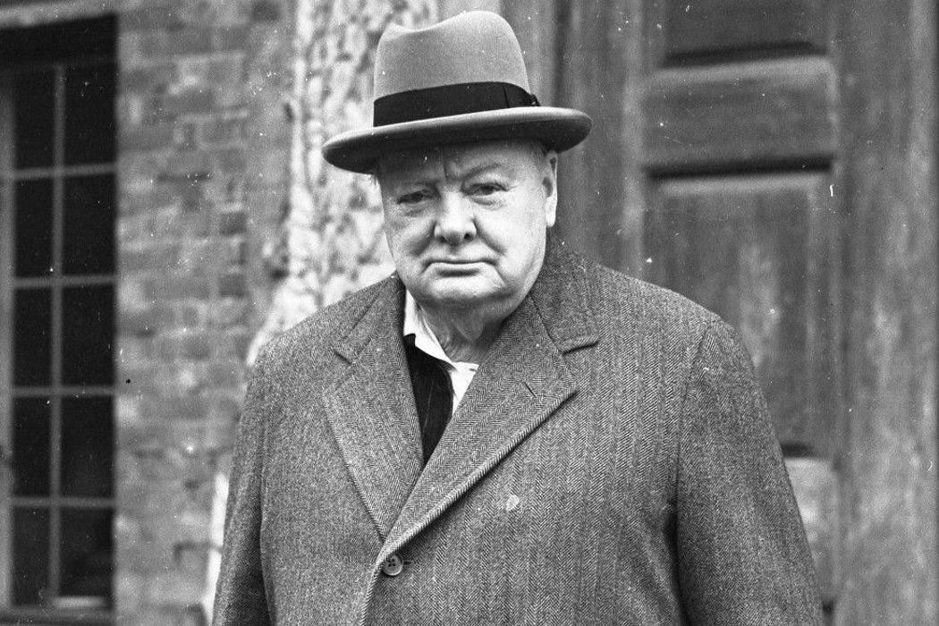 Нравственность, суп, остров Пасхи, «Летучая мышь» и завершение карьеры Черчилля. День в истории