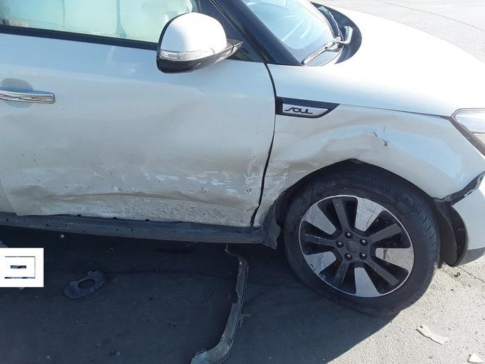 В Орске при столкновении двух иномарок пострадал подросток