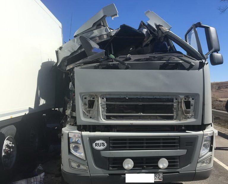 В Северном районе при столкновении двух грузовиков пострадал один водитель