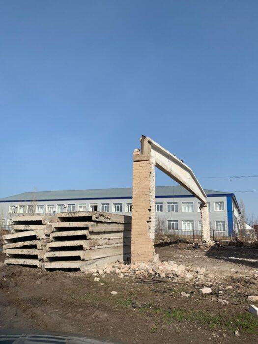 Прокуратура Октябрьского района заставила директора школы разобрать списанные постройки