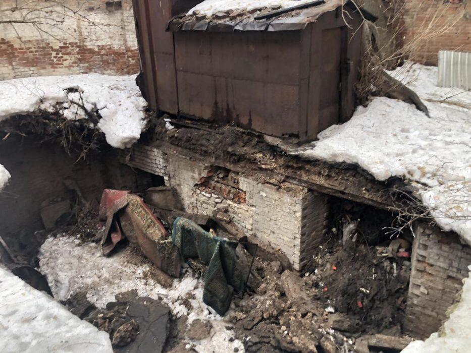 В Оренбурге эвакуируют людей из-за угрозы обрушения жилого дома