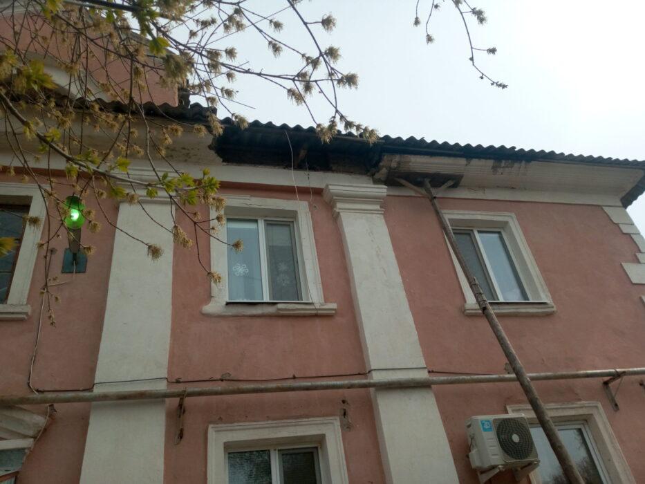 В Оренбурге в переулке Авдеевском рушится двухэтажный жилой дом