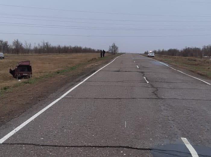 """В Домбаровском районе 18-летний водитель на автомобиле """"ИЖ"""" съехал в кювет"""
