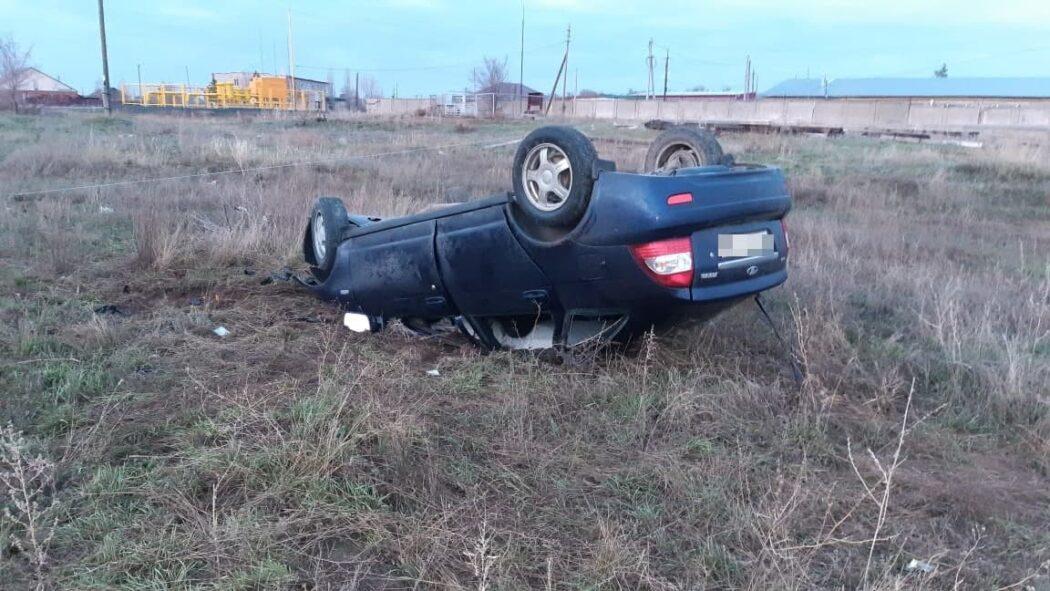 """На трассе Новоорск-Энергетик автомобиль """"Лада"""" съехал в кювет и перевернулся"""