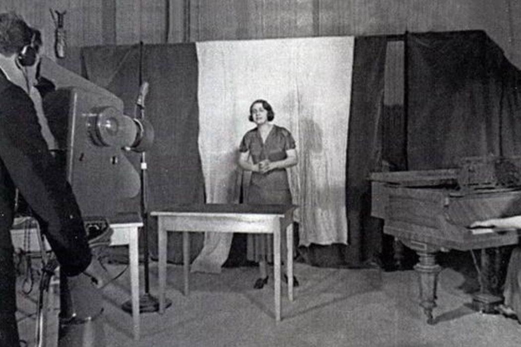 Открытие электрона, опытная телепередача СССР, янтарная комната и Чистый четверг. День в истории