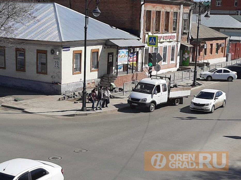 В Оренбурге открыт сезон перекладывания новой плитки