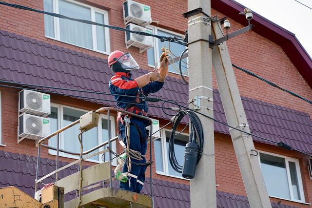 Ежемесячно около двухсот оренбуржцев отключают от электроэнергии за долги