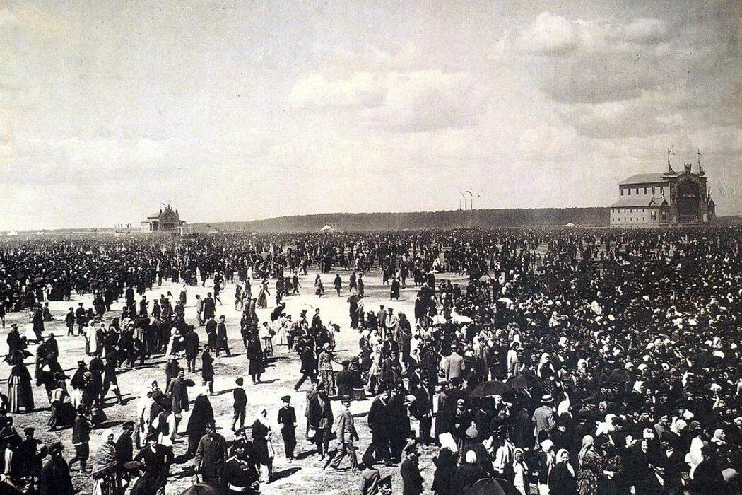 Окрошка, сожжение Жанны д'Арк, Ходынская трагедия и первое в мире ДТП. День в истории