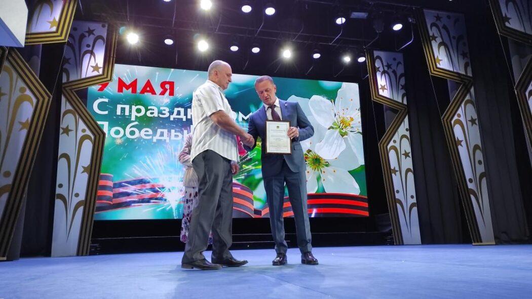 В Оренбурге утерянные награды офицера Великой Отечественной войны передали потомкам