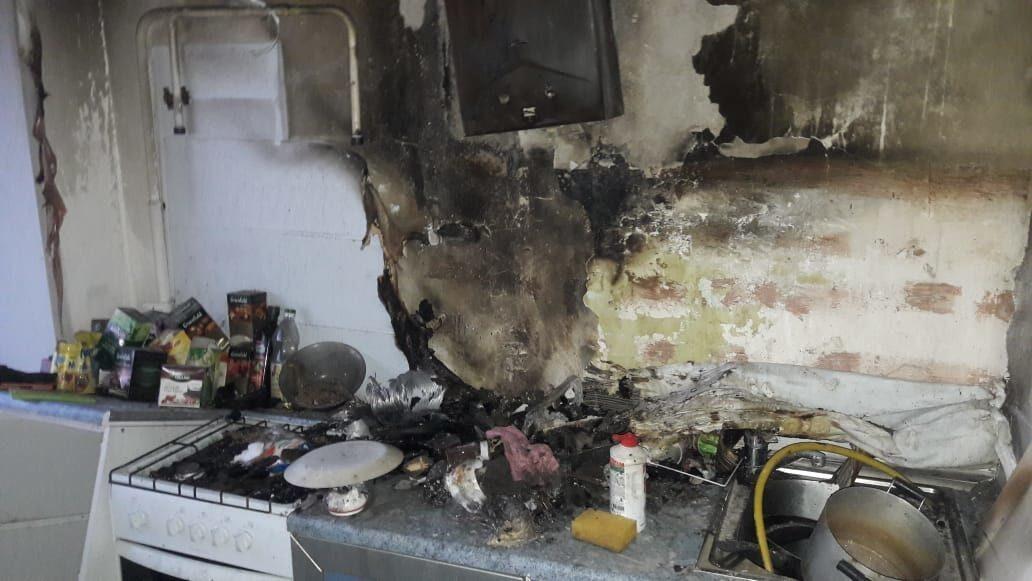 В Оренбурге из дома на улице Бурзянцева пожарные спасли 3-х человек