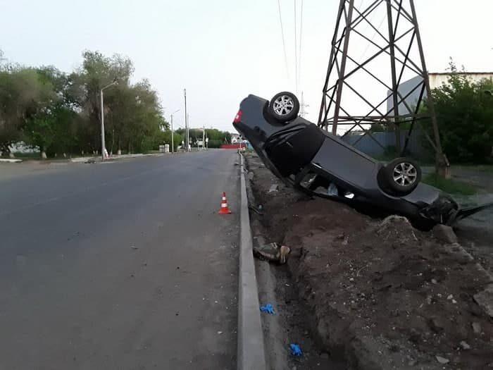 В Оренбурге на улице Котова водитель-подросток перевернулся на машине