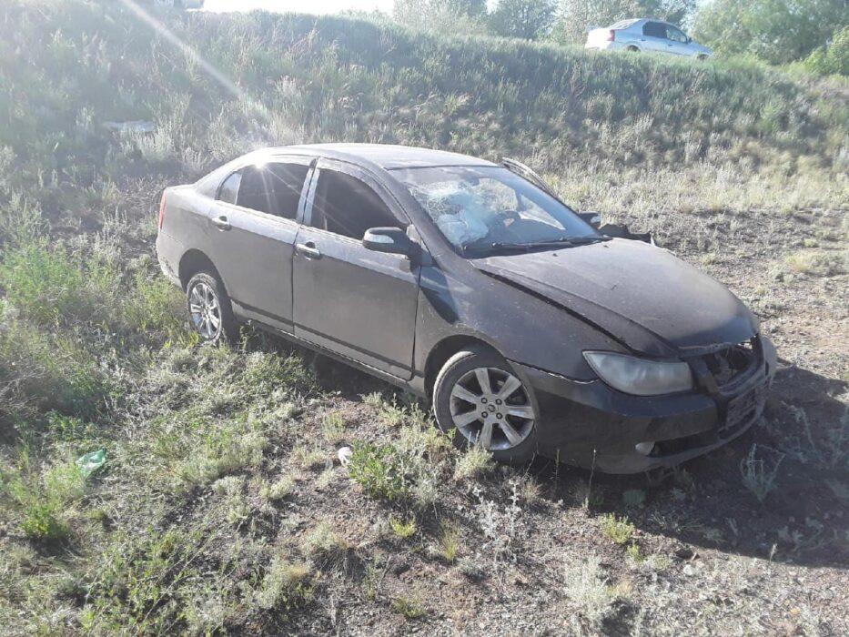 В Новотроицке автоледи съехала в кювет