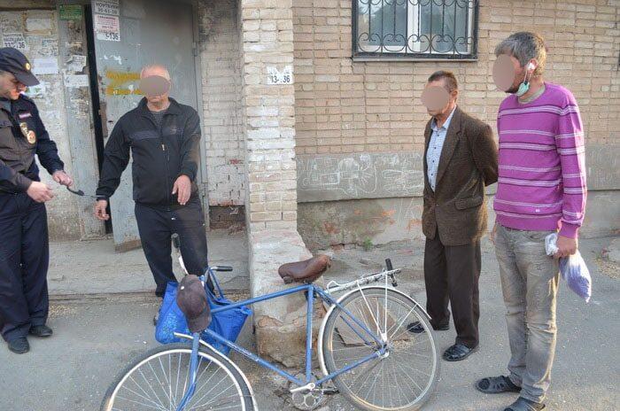 В Орске полицейские поймали велосипедиста с крупной партией наркотиков