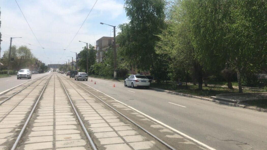 В Новотроицке под машину попала девочка на самокате