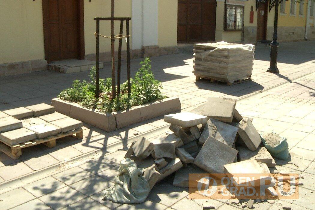 В Оренбурге стартовал традиционный ремонт плитки на улице Советской