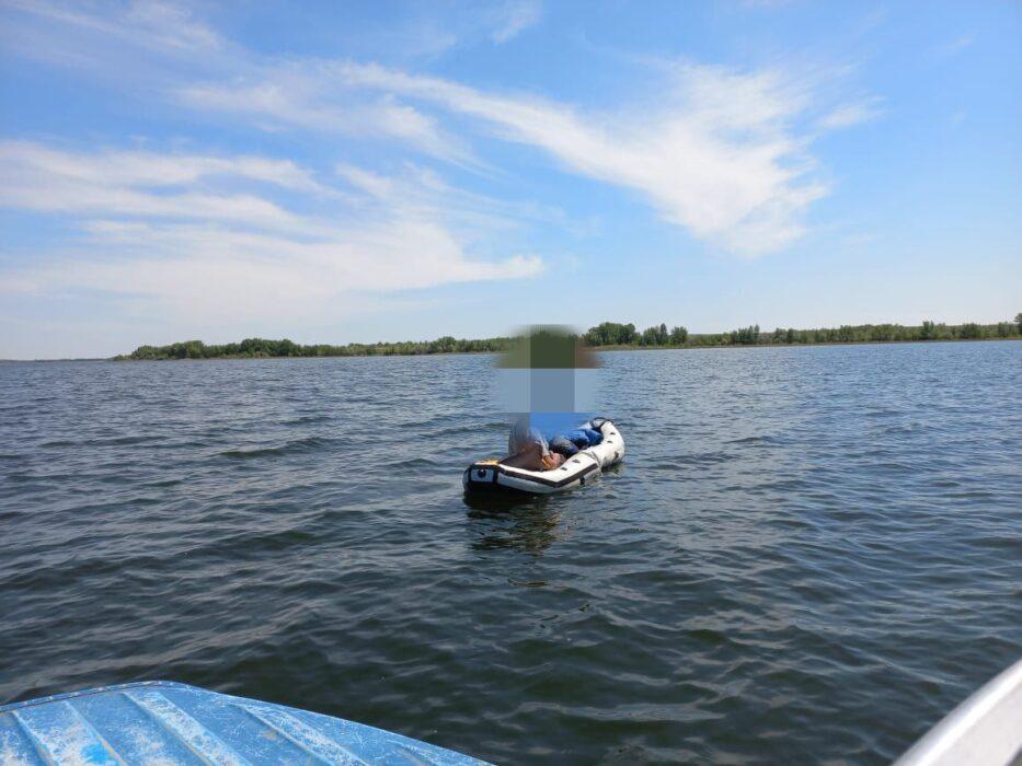 На Ириклинском водохранилище заблудился лодочник