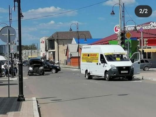 В Оренбурге маршрутный автобус с пассажирами попал в аварию