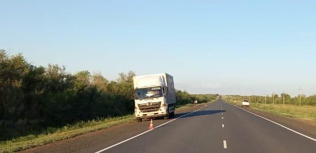 На орской трассе под грузовик попал пожилой велосипедист